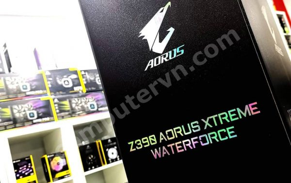 Gigabyte Z390 Aorus Xtreme Waterforce unboxing